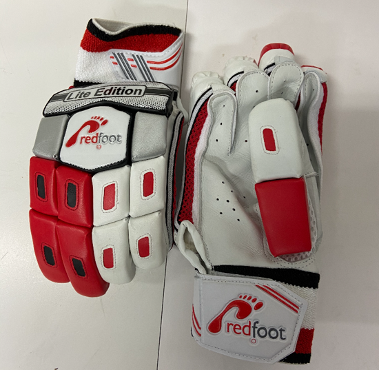 Picture of Redfoot Junior Batting Gloves OUT OF STOCK